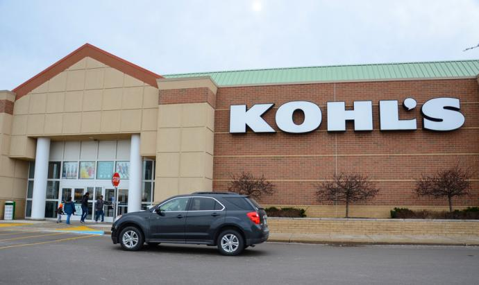 Department store operator Kohl's Corpsaid it would accept returns of select items bought from Amazon.com Incat some of its stores in Los Angeles and Chicago, expanding its partnership with the e-commerce giant.